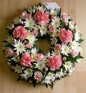 Round Wreath in White and Pink Sims